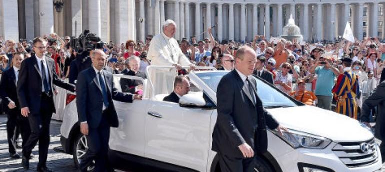 Der Papst fährt Hyundai!!
